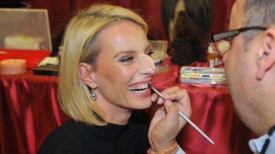 Kristina Kloubková v péči maskéra
