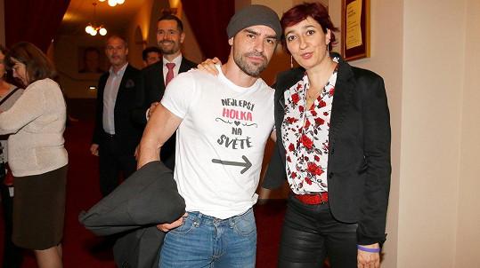 Simona Babčáková vyrazila do divadla se svým přítelem.