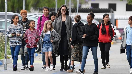 Angelina Jolie vzala děti do muzea.