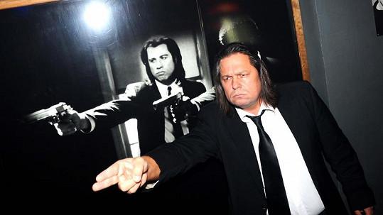 Jiří Pomeje měl vypadat jako Vincent Vega alias John Travolta.