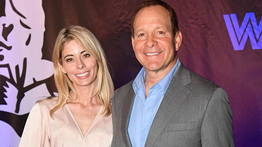 Steve Guttenberg s manželkou Emily Smith