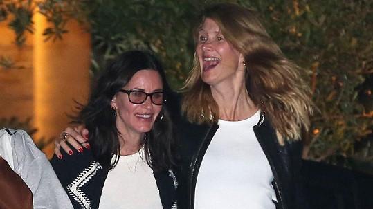 Courteney Cox a Laura Dern na nočním tahu v Malibu