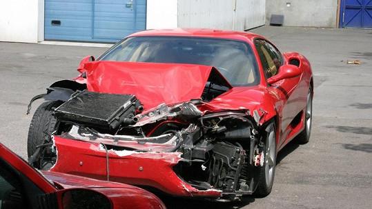 Leoš Mareš v roce 2004 takto zničil své milované Ferrari.