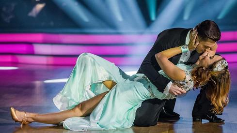 Diváci StarDance se pustili do Třeštíkové: Vadí jim neustálé něžnosti s tanečníkem. Co jim spisovatelkavzkázala?
