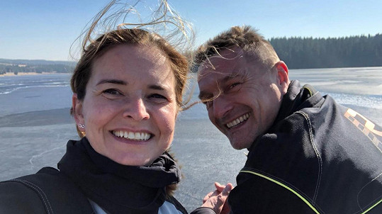Lenka Nová a její přítel Petr Havlíček milují jízdu na motorce...