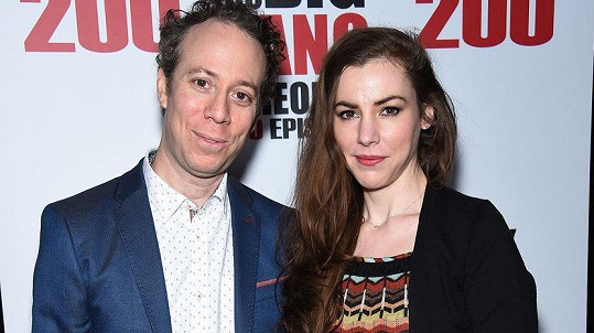 Kevin Sussman a Alessandra Young