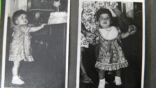 Takhle se učila chodit kráska, která je dnes maminkou dvou dětí.