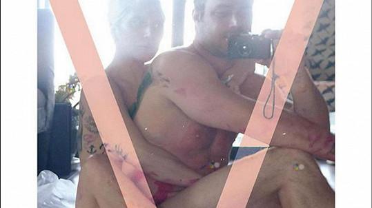 Intimní selfie slavného páru se dostala až na obálku známého časopisu.