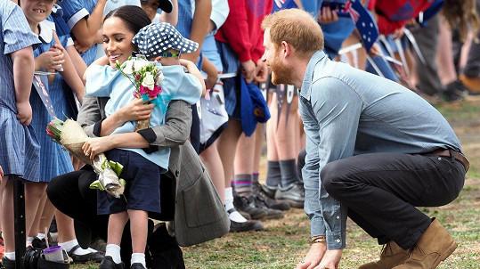 Harry a Meghan okouzlili malého Luka.