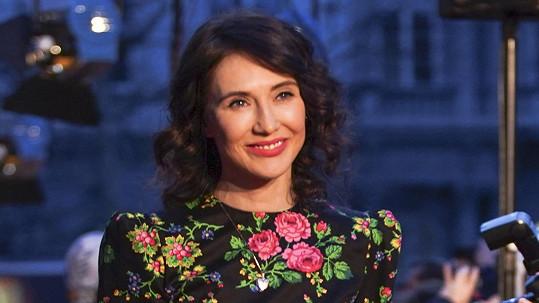 Carice van Houten, rudá kněžka ze Hry o trůny, byla hvězdou filmové premiéry v Brně.
