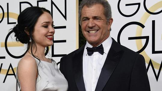 Mel Gibson s přítelkyní