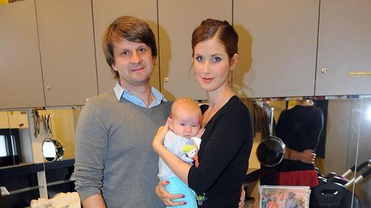 Jana Bernášková s manželem a synem Theodorem