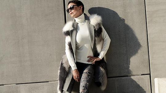 Vlaďka Erbová při focení luxusní módy