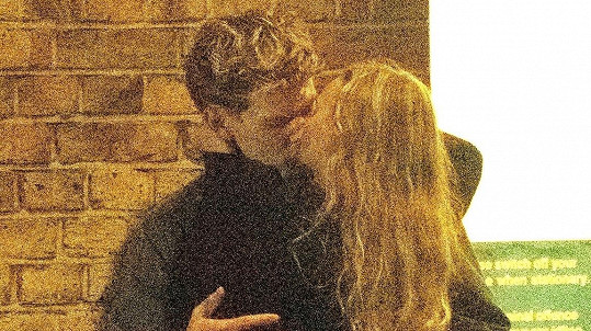 Lily-Rose Depp a Austin Butler randí.