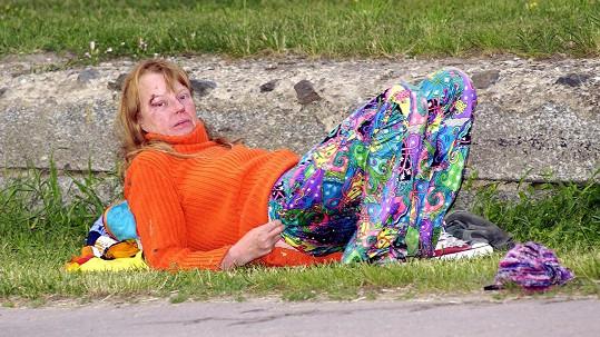 Lenka Kořínková připomínala bezdomovkyni.