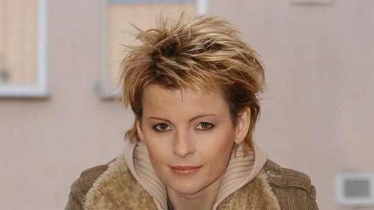 Iveta Bartošová je i po smrti terčem parazitů.