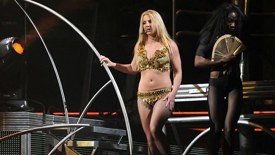 Britney Spears by do podobných kostýmů potřebovala trochu zpevnit postavu.