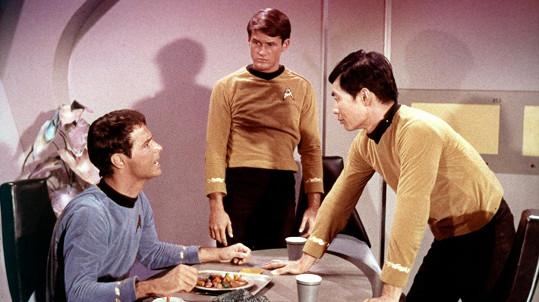 Bruce Hyde (uprostřed) v seriálu Star Trek