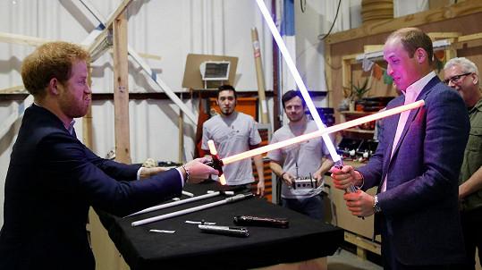 Harry a William si zahráli na rivaly ze Star Wars.