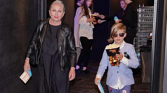 Kreativitu nedědí jen po své matce, zpěvačce, ale i po tatínkovi Petru Polákovi, který je hercem.