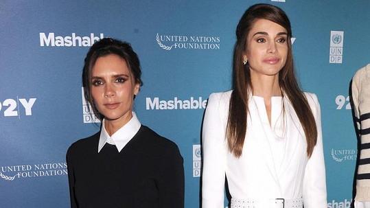 Victoria Beckham i královna Ranija se aktivně angažují v charitativní činnosti.