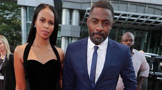 Idris Elba a Sabrina Dhowre (září 2017)