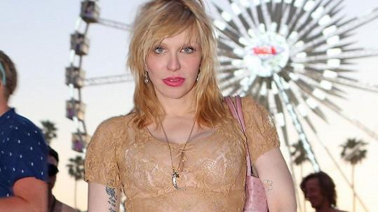 Courtney Love je prý úplně normální umělkyně.