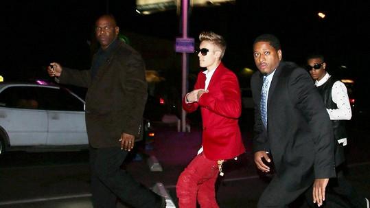 Justin Bieber si bude muset hledat novou ochranku.