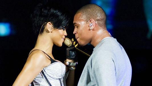 Rihanna s Chrisem Brownem na archivním snímku.