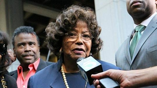 Michaelova matka Katherine Jackson komentuje výši trestu pro doktora Murraye.