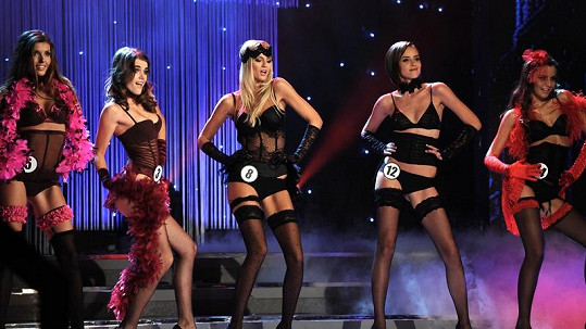 Finalistky České Miss to rozjely na hudbu k filmu Chicago.