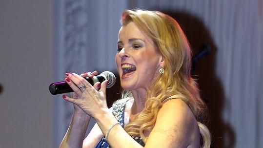 Iveta Bartošová vystoupila v Karlových Varech.