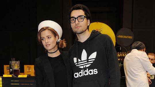 Emma Smetana s partnerem Jordanem pořádala další charitativní bazar.