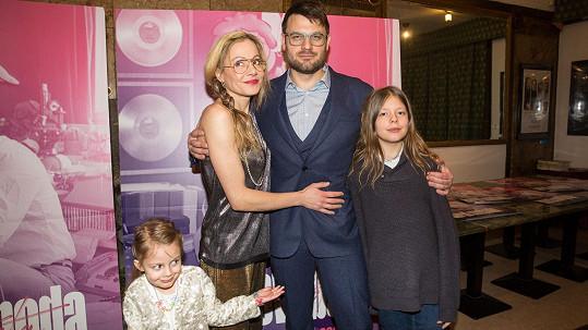 Petr Klein Svoboda s manželkou a dětmi, tedy vnoučaty Karla Svobody