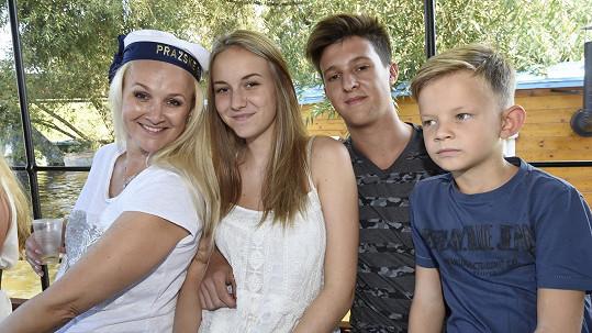 Viktorka vzala přítele na výlet s mámou Lindou Finkovou a bráchou.