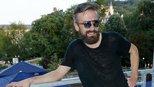 Manžel Báry Basikové Petr Polák je hubený jako reklama na smrt.