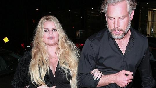 Jessica Simpson s manželem Erikem krátce před porodem třetího dítěte.