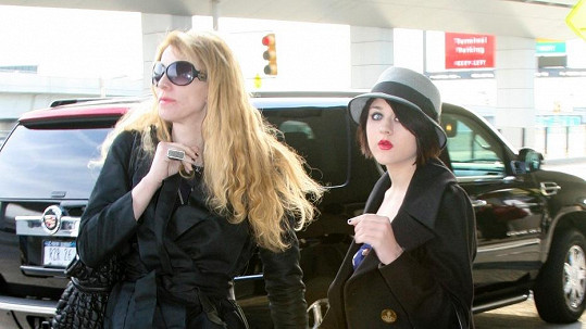 Frances Bean s matkou Courtney Love na snímku z roku 2008