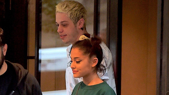 Ariana Grande a Pete Davidson se rozešli.