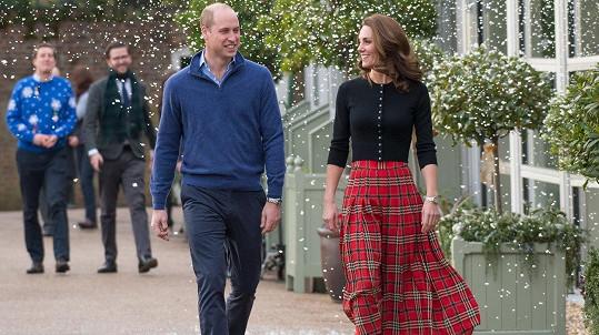 Vévoda a vévodkyně z Cambridge hostili rodiny členů královského letectva.