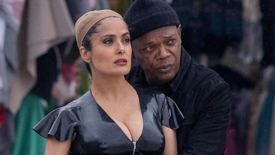 K Salmě se tulil její herecký kolega Samuel L. Jackson.