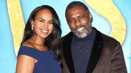 Idris Elba s manželkou Sabrinou Dhowre