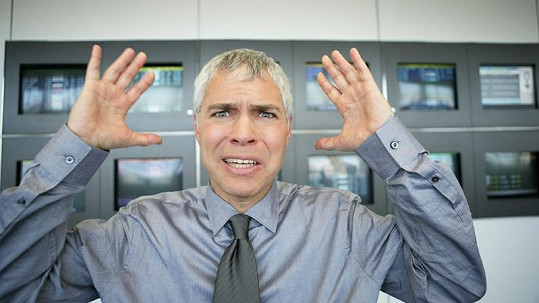 Vědci potvrdili, že stres způsobuje šedivění vlasů.