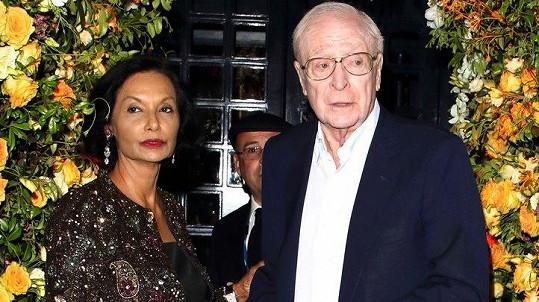 Michael Caine s manželkou Shakirou