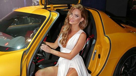 Kráska Verešová s oblibou nosí odvážné modely.