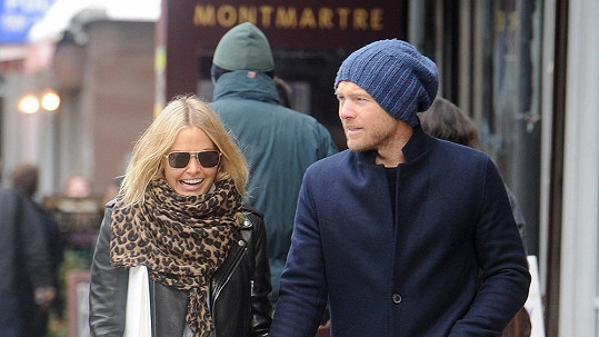 Sam Worthington s přítelkyní Larou Bingle