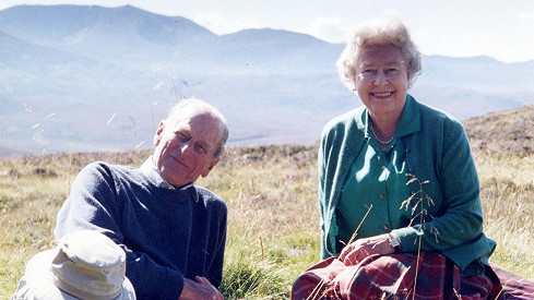 Tento snímek plný lásky s princem Philipem zveřejnila Alžběta II. den před pohřbem.