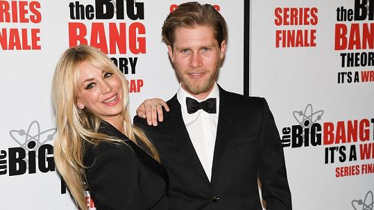 Kaley Cuoco a Karl Cook se rozvádějí.