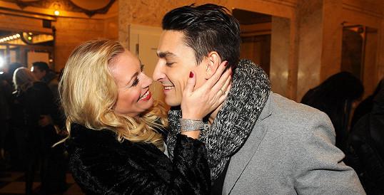 Lucie Borhyová a Michal Hrdlička spolu flirtují, jako by tvořili pár dva měsíce, ne dva roky.