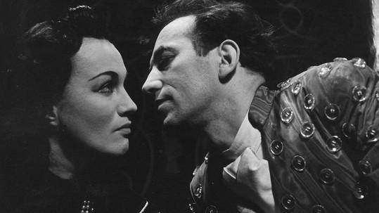 Adina Mandlová a Vladimír Šmeral v inscenaci Chvála bláznovství (1943)